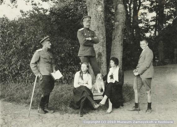 Adam Zamoyski, pierwszy z prawej